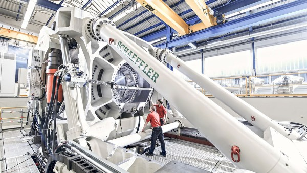 Large-size bearing test rig ASTRAIOS
